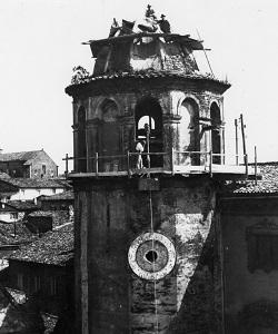 Demolizione della vecchia torre di S. Andrea, inizi del XX sec.