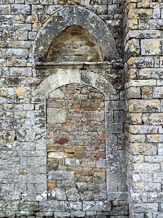 Chiesa di S. Bartolomeo, XIII sec., antico ingresso sul lato Nord/Est